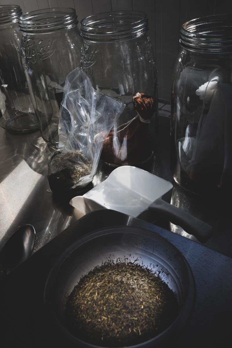 Bulles d'Opale, micro-brasserie artisanale kombucha, préparation des épices
